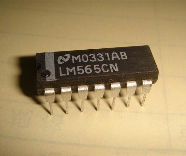 LM565 (Phase Locked Loop)